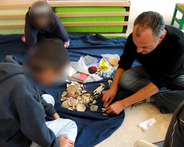 Frederic avec les enfants - Photo Arnaud Galliègue